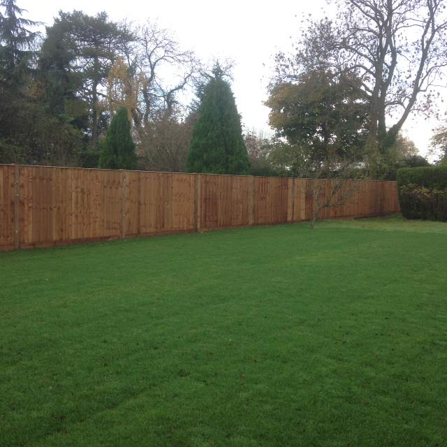 Long close board fencing