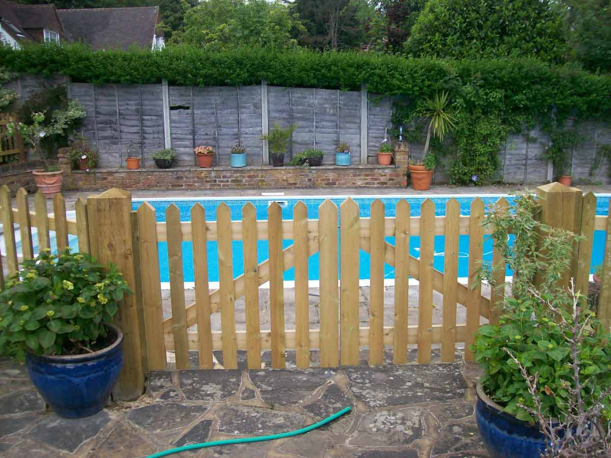 Picket Fencing High Quality Picket Fences Claytons Fencing