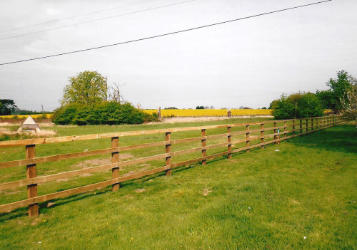 Post rail fencing