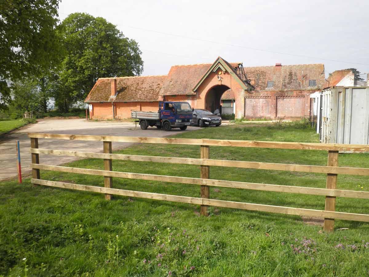 Post Fences Rail Fencing Amp Vinyl Fencing Clayton S Fencing